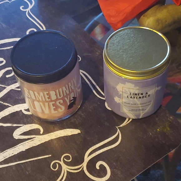 Bath body two candles two free gifts from